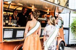 Reine de la mirabelle en visite au Vintage Beer Truck